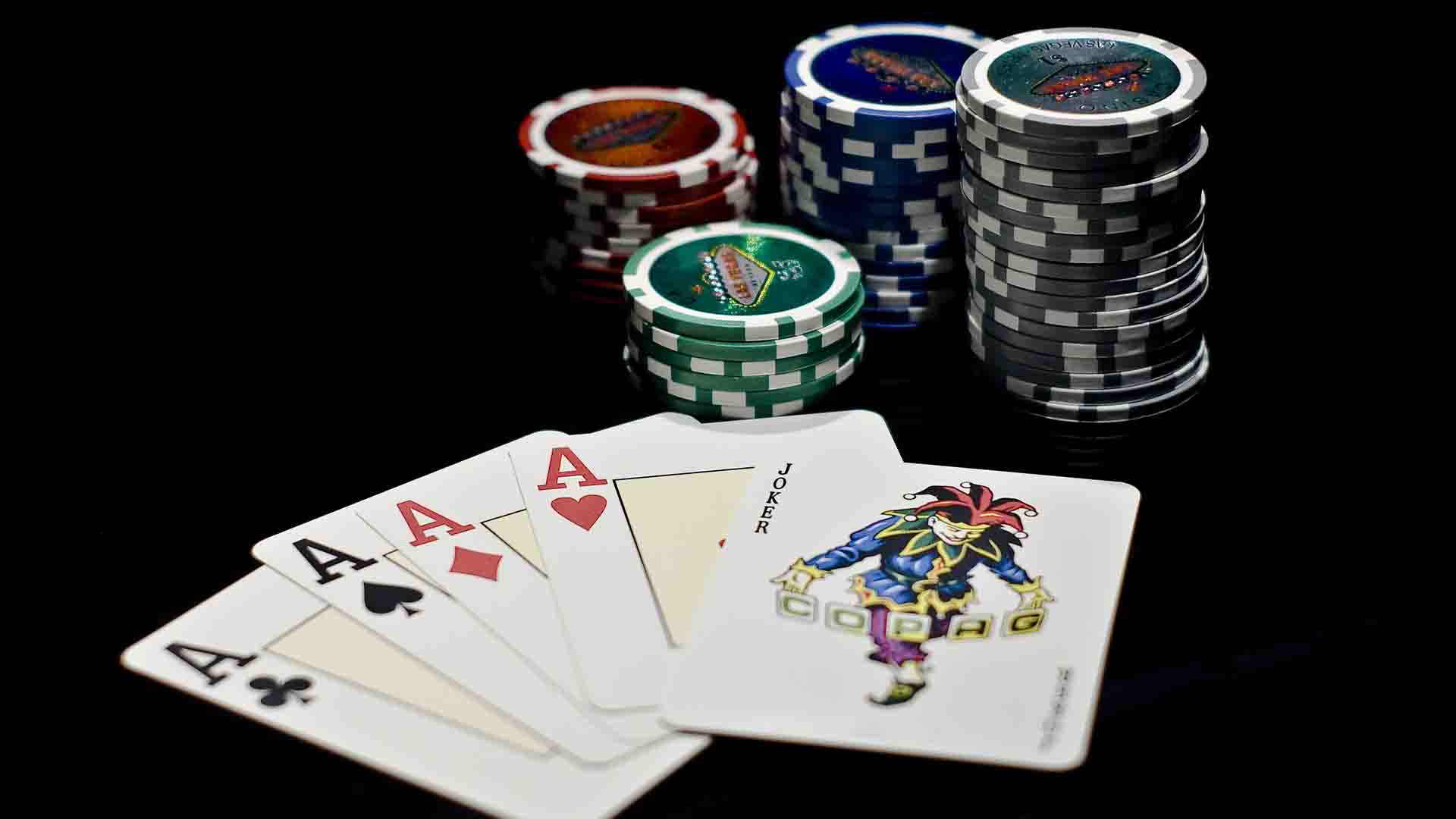 What are the reasons behind convenience of an online poker?