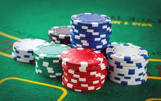 What it is like to play online poker for living?